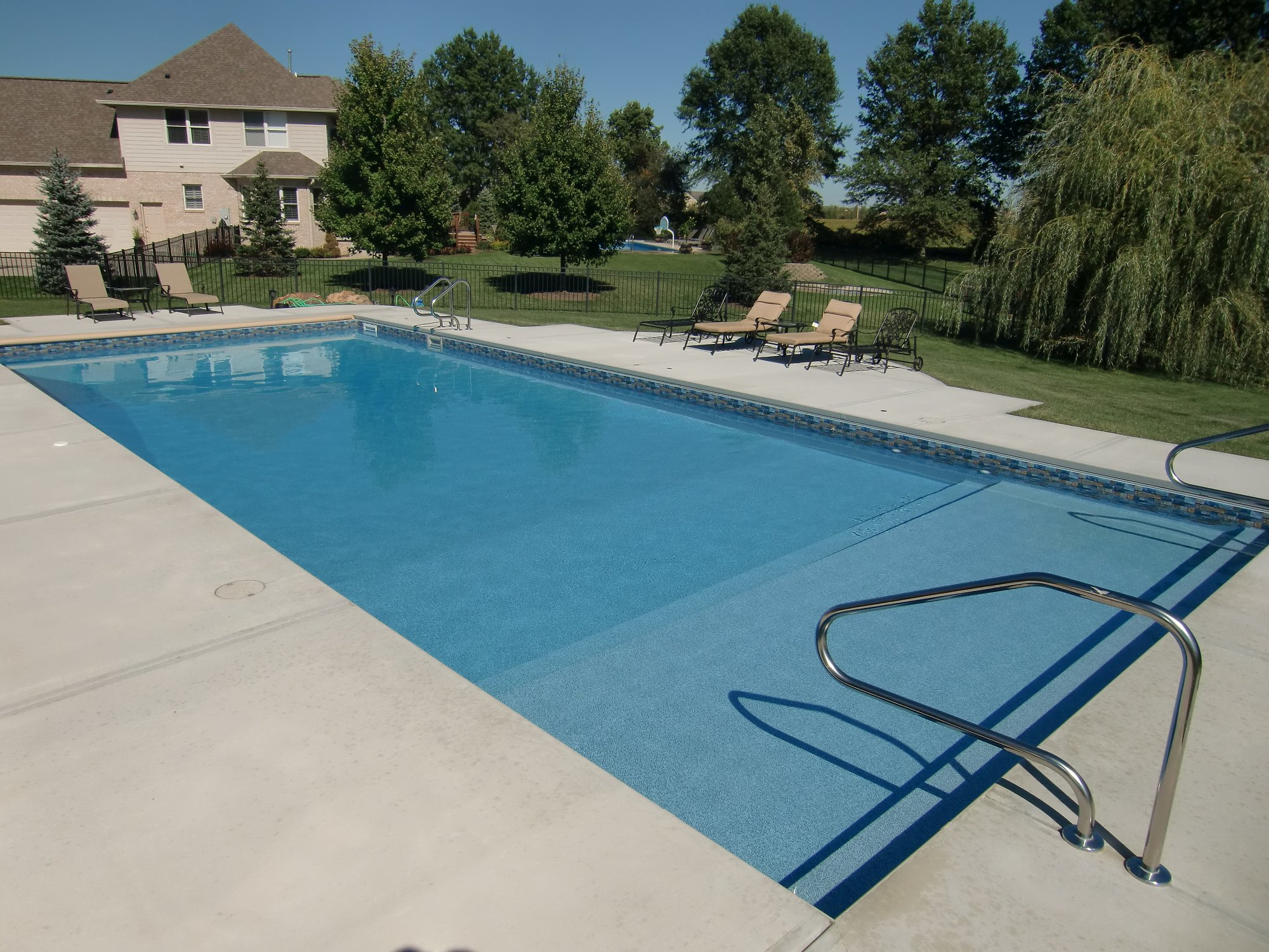 Picture of vinyl liner pools for A rectangular swimming pool is 6 ft deep
